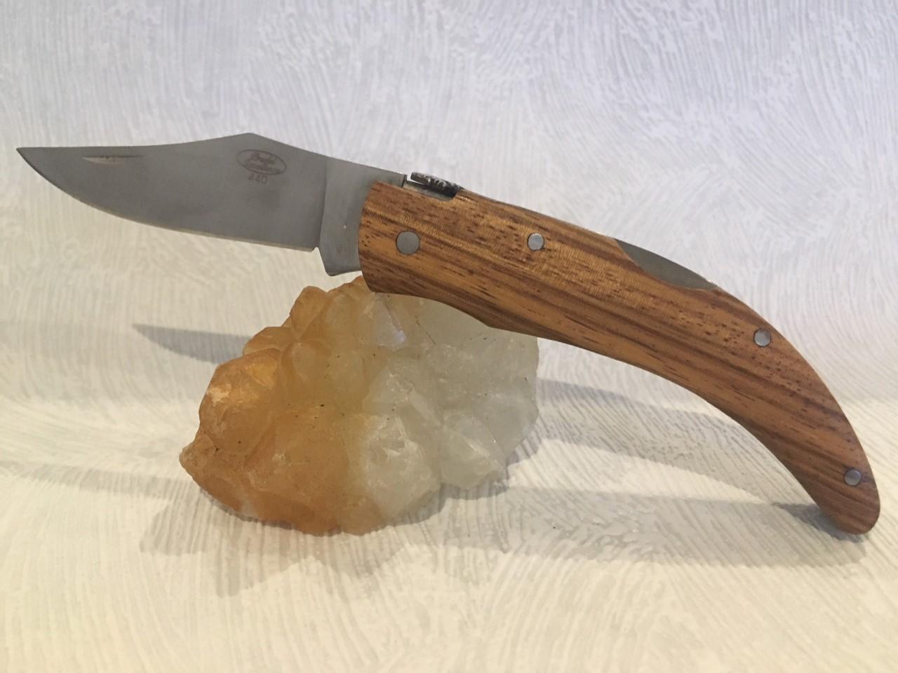 Couteau de poche Berger Corse au prix de 15,90 euros .